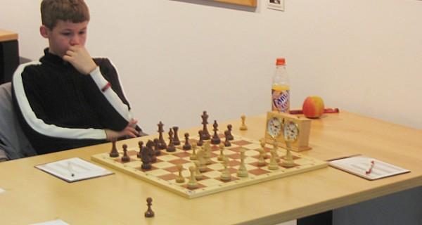 Magnus Carlsen bleibt Weltmeister