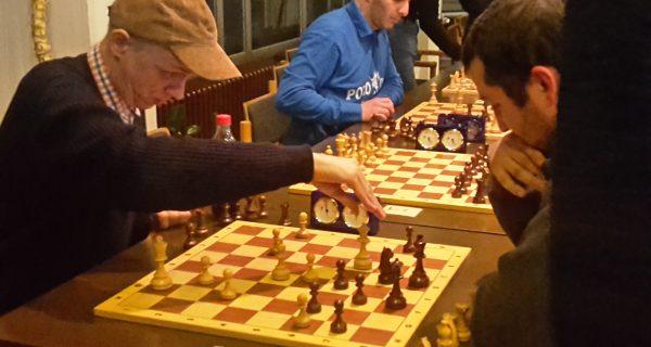Nayden Dobrev gewinnt das April-Schnellschachturnier