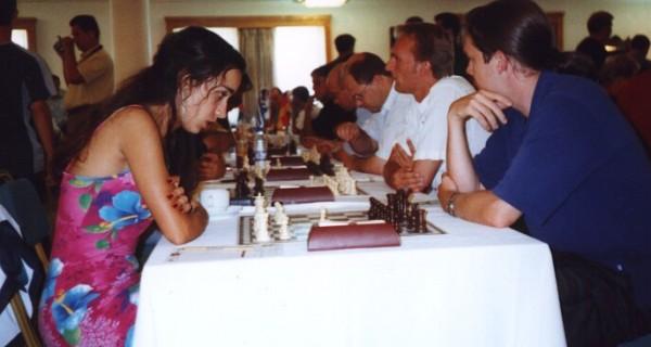 Durchgereicht! Schachfreunde Neukölln verpassen gegen die griechischen Gastgeber von AO Kydon Chania eine gute Platzierung