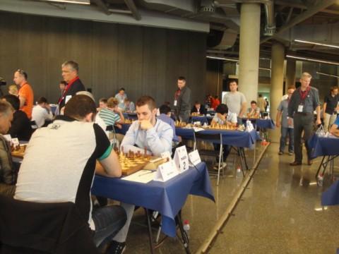 Daniele Voccaturo verwaltet in der kommenden Saion für die Schachfreunde Brett 2 in der 1. Schach-Bundesliga. Beim ECC tritt er für das italienische Spitzenteam Obiettivo Risarcimento an. Seine Teamkollegen sind unter andem Caruana, Nakamura und Vachier-Lagrave!